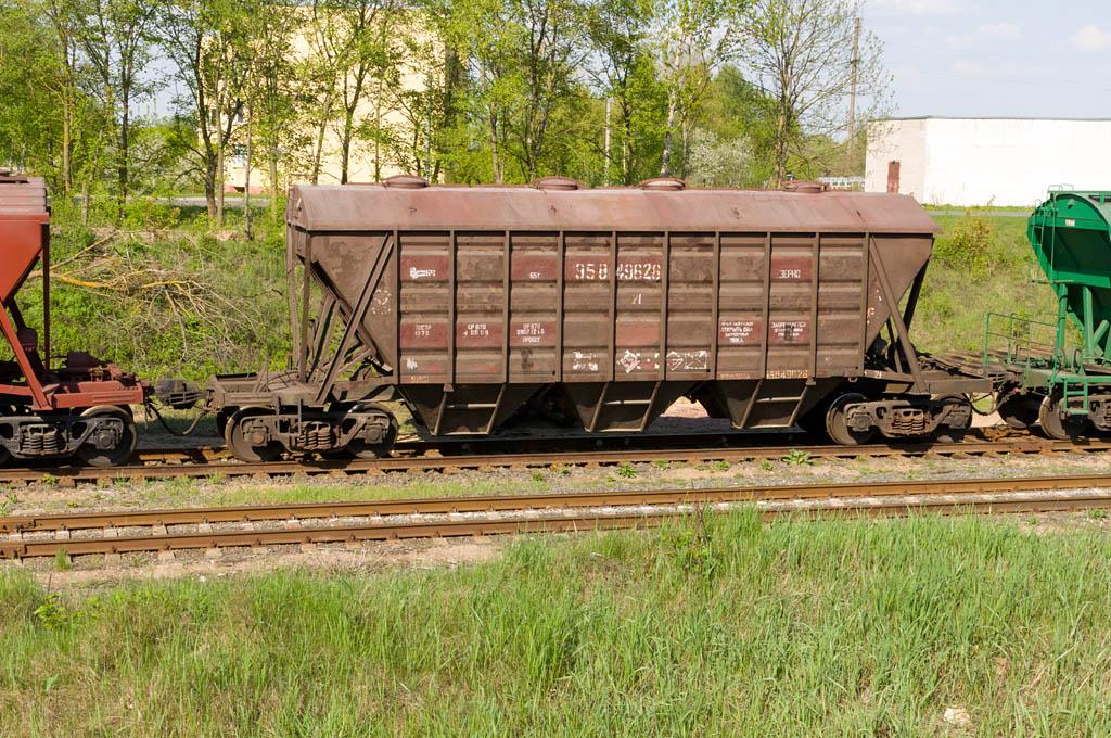 Крытые вагоны 11-739